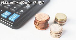 Sesuaikan Dengan Budget Yang Kamu Miliki adalah salah satu tips memilih souvenir pernikahan