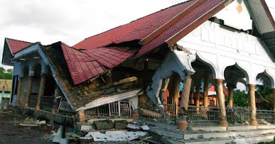 Photos: 97 Feared Dead In Indonesia Earthquake