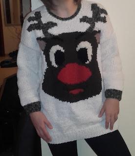 świąteczny sweter z reniferem