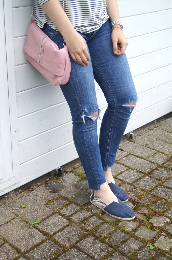 DIY: 4 EASY WAYS TO DISTRESS YOUR DENIM JEANS - Tales of Jules