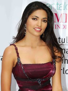 Parvathy Omanakuttan Family Husband Son Daughter Father Mother Marriage Photos Biography Profile.
