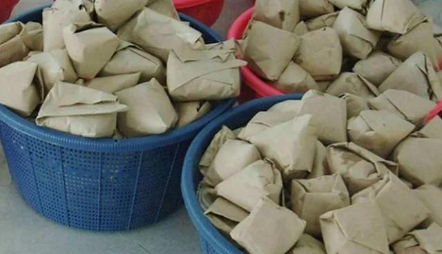 Ini Bahaya Kertas Pembungkus Nasi bagi Kesehatan Kita