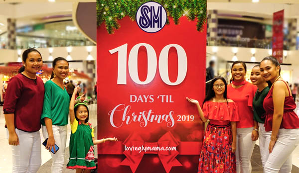 kids - daughters -sisters - Bacolod mommy blogger - Christmas colors - red and green - 100 Days Christmas Countdown - SM City Bacolod - carols - Santa Claus - Christmas choir - Christmas carols - singers - De La Salle Chorale