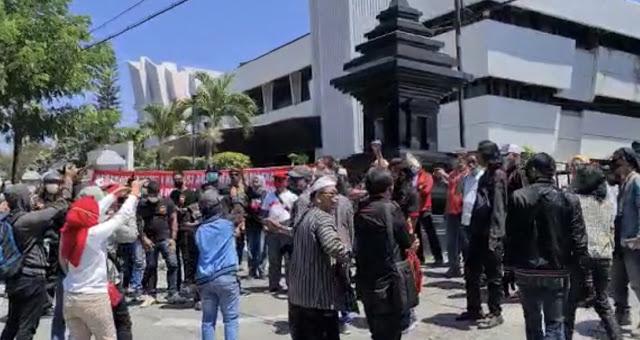 Polisi Bubarkan Kegiatan KAMI Alasan Protokol Covid, Padahal yang Demo justru Lebih Banyak Massanya