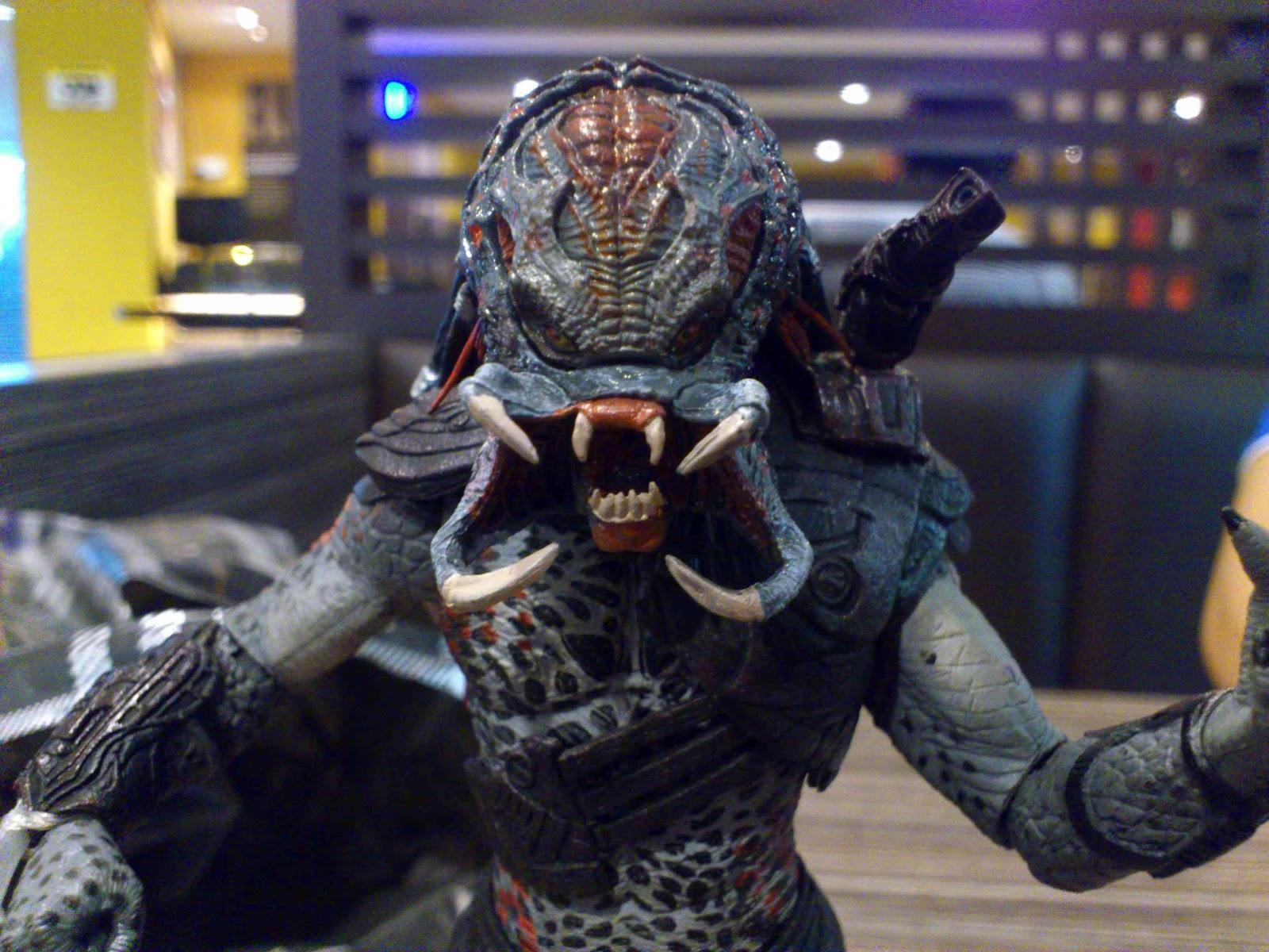 HOUSE OF TOY PORN: Neca Berserker Predator Grey Unmasked