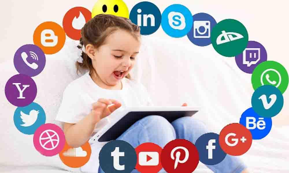 Dilahirkan Manusia Diasuh Social Media