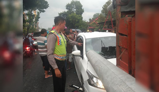 Kondisi mobil korban sebelum dievakuasi