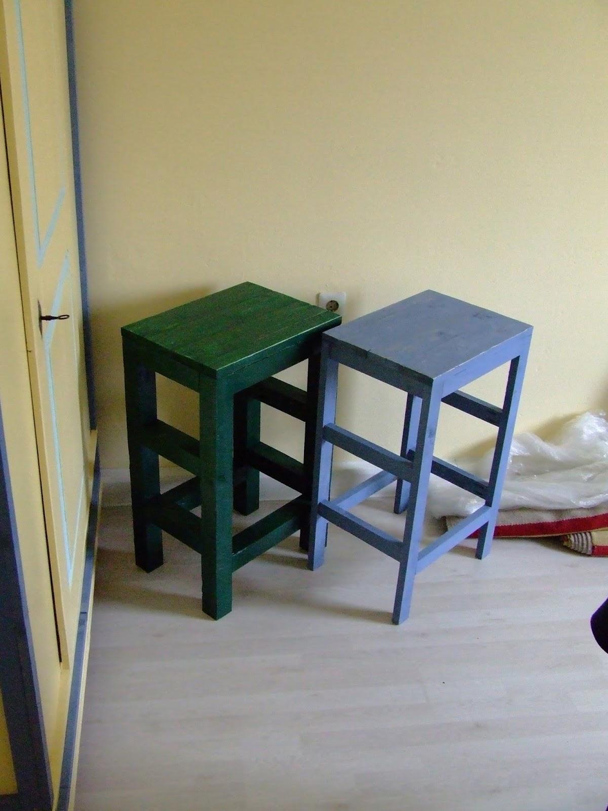 zwei barhocker f r die k cheninseln. Black Bedroom Furniture Sets. Home Design Ideas