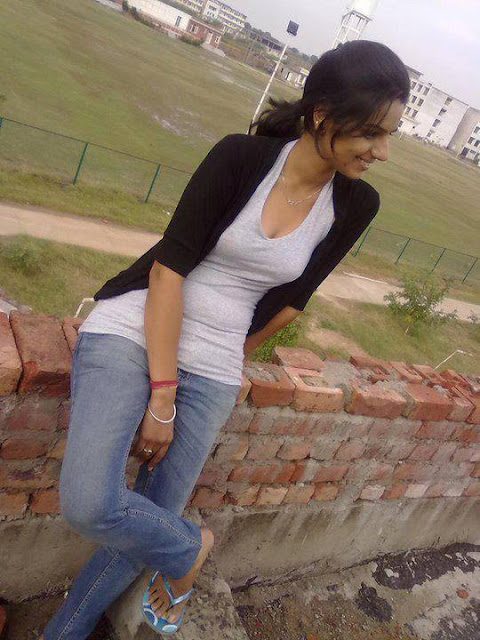 Real Indian Girl pic, Cute real Indian girl pics, real college girl photo