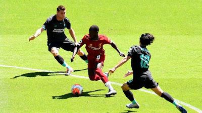 Liverpool đá trận đầu tiên hậu Covid-19: Mane lập công, hạ gục Salah 8