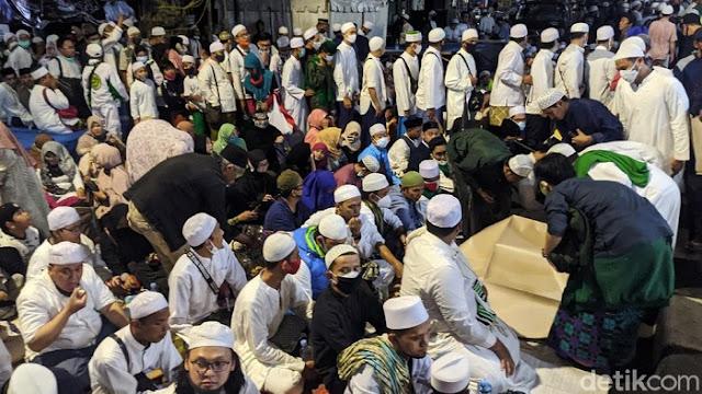 Pakar Nilai Pemerintah Tak Berani Larang Kerumunan Acara Habib Rizieq