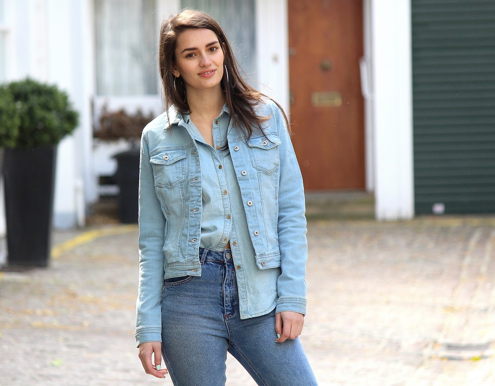 peexo-fashion-blogger-wearing-triple-denim-ripped-jeans-denim-shirt