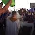 """Diocese esclarece """"banho em padre"""" diante do Santíssimo Sacramento exposto"""