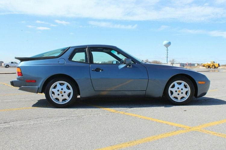 Porsche 944 S2 1990 'nhốt kho' 27 năm rao bán 1,35 tỷ đồng
