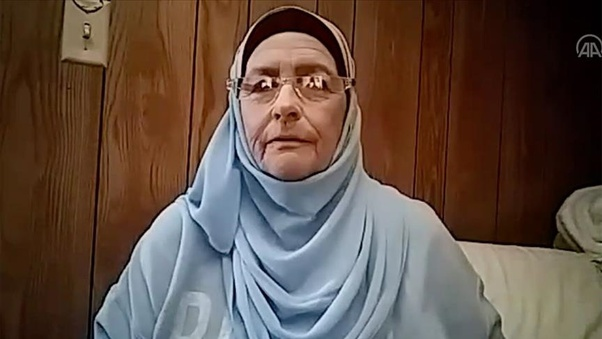 5 KALI TONTON SIRI TV DI NETFLIX WANITA INI PUTUSKAN UNTUK MEMELUK AGAMA ISLAM