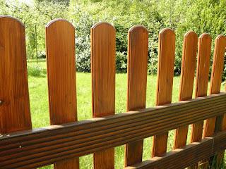cara-merawat-pagar-kayu.jpg