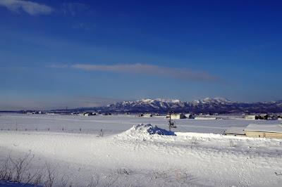 道道283号より望む樺戸山地