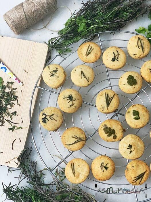 deliciosas galletas de queso y hierbas