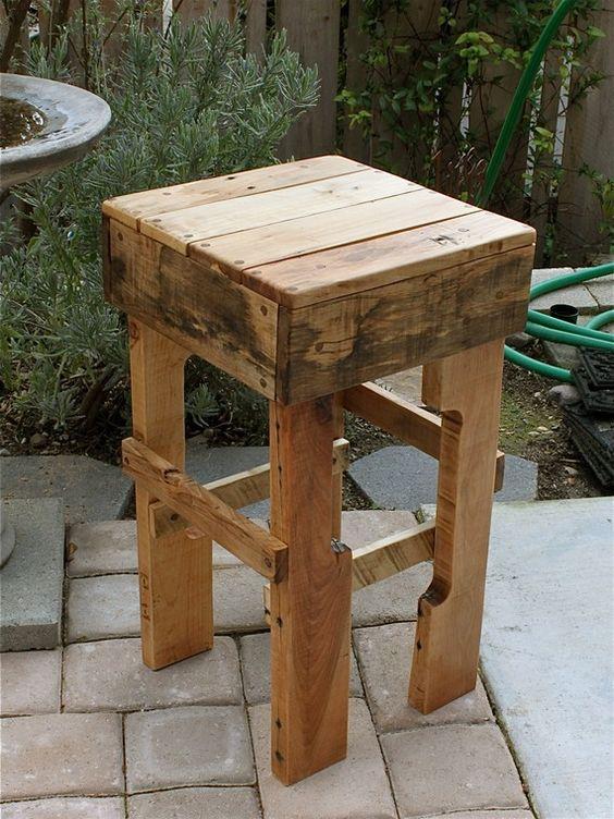 Reciclar reutilizar y reducir bancos y taburetes de madera for Taburetes de madera