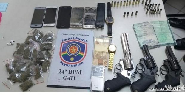 Quadrilha é detida com armas, munições e drogas em Santa Cruz do Capibaribe