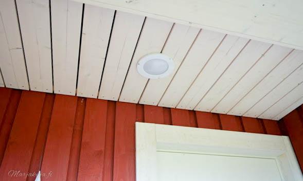 talo kuisti etupiha sisäänkäynti syksy valo punavalkoinen talo koti airam