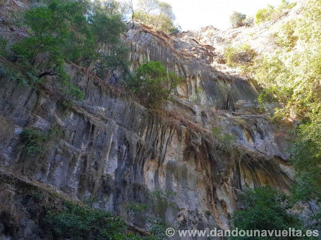 Pared vertical río Bocaleones. Zahara de la Sierra