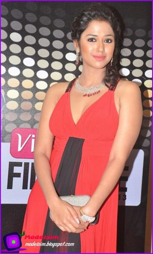 Sohini Sarkar Hot Pics Celbrity Bra Size Wiki Biography Tight Jeans Skirt Cleavage Wardrobe