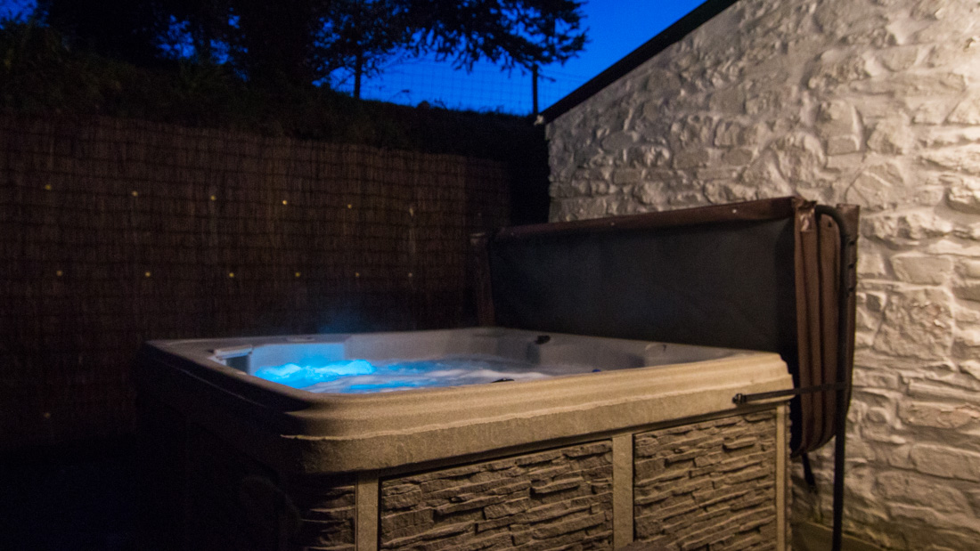 Luxury hot tub cottage in Wales,
