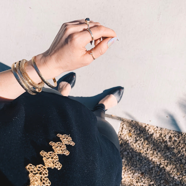 statement necklaces | bracelets | ring inspo | accessorize | how to accessorize | wearing crystals | right necklace for your neckline | right jewelry for your outfit | dainty jewelry | lifestyle blog post |lifestyle blog post idea