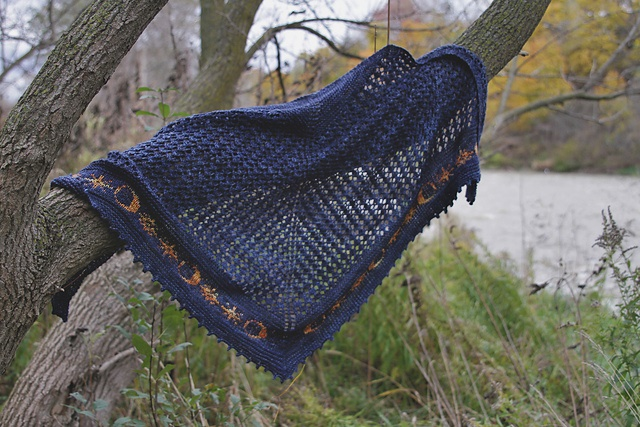 chusta na drutach ze wzorem