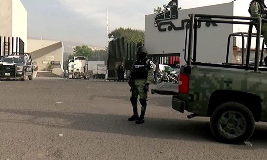 Sicarios amagan a guardias y roban 10 tráileres de empresa de transportes en Tlaquepaque con un valor de 27 millones
