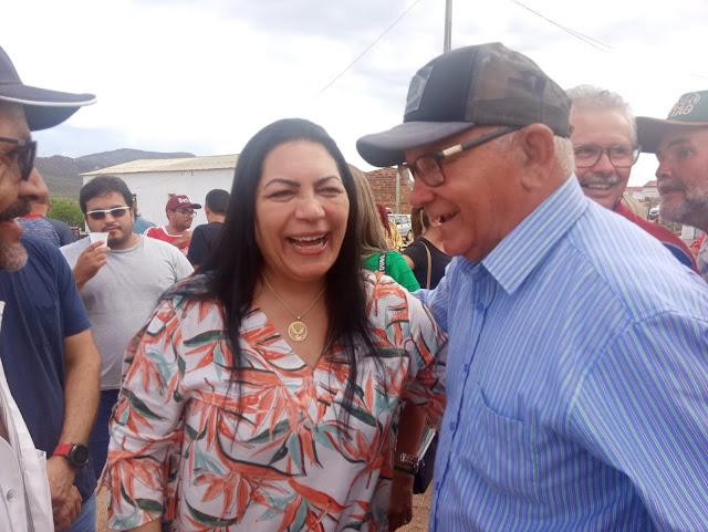 Blog Folha de Jataúba: Com 72% Dra. Cátia vence Jackson Buraco em ...