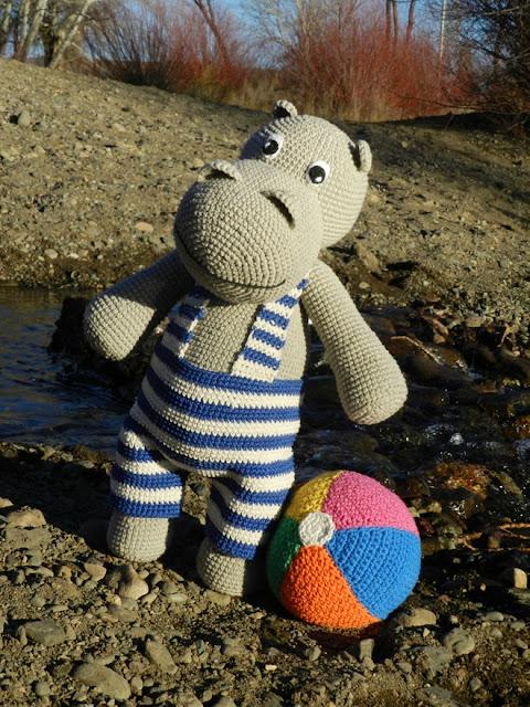 daxa rabalea: Un hipopótamo en la playa