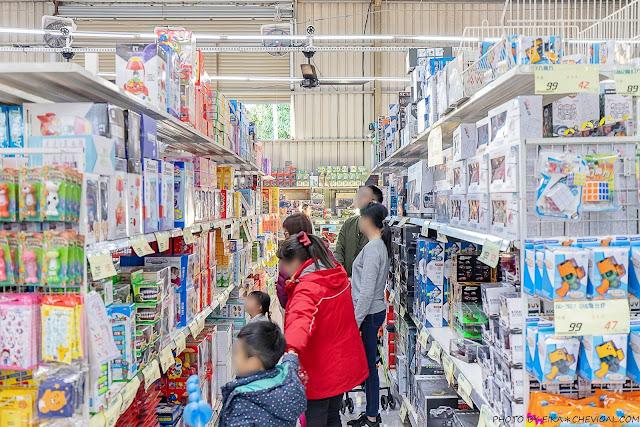 MG 6688 - 熱血採訪│台中玩具150坪批發超市人超多,限定小丑與魔術表演入場直接請你看!