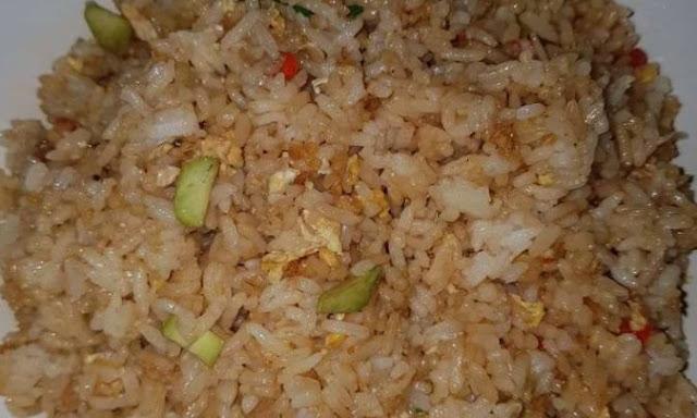 Cara membuat nasi goreng pete pedas pastinya sangat enak