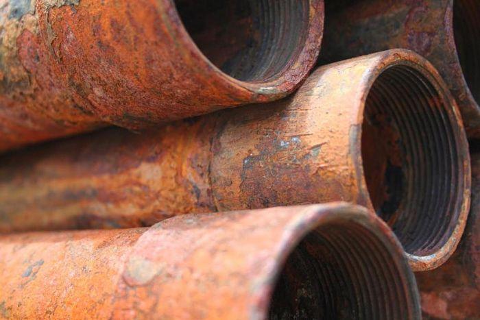 Tubos de metal corroidos