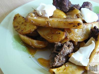 Carne de rata cu cartofi la cuptor