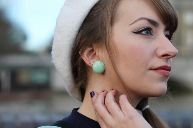 60s style beret and low side ponytail look