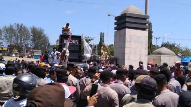 Massa Ribuan Orang Demonstrasi di Lombok, Tuntut Bantuan Gempa