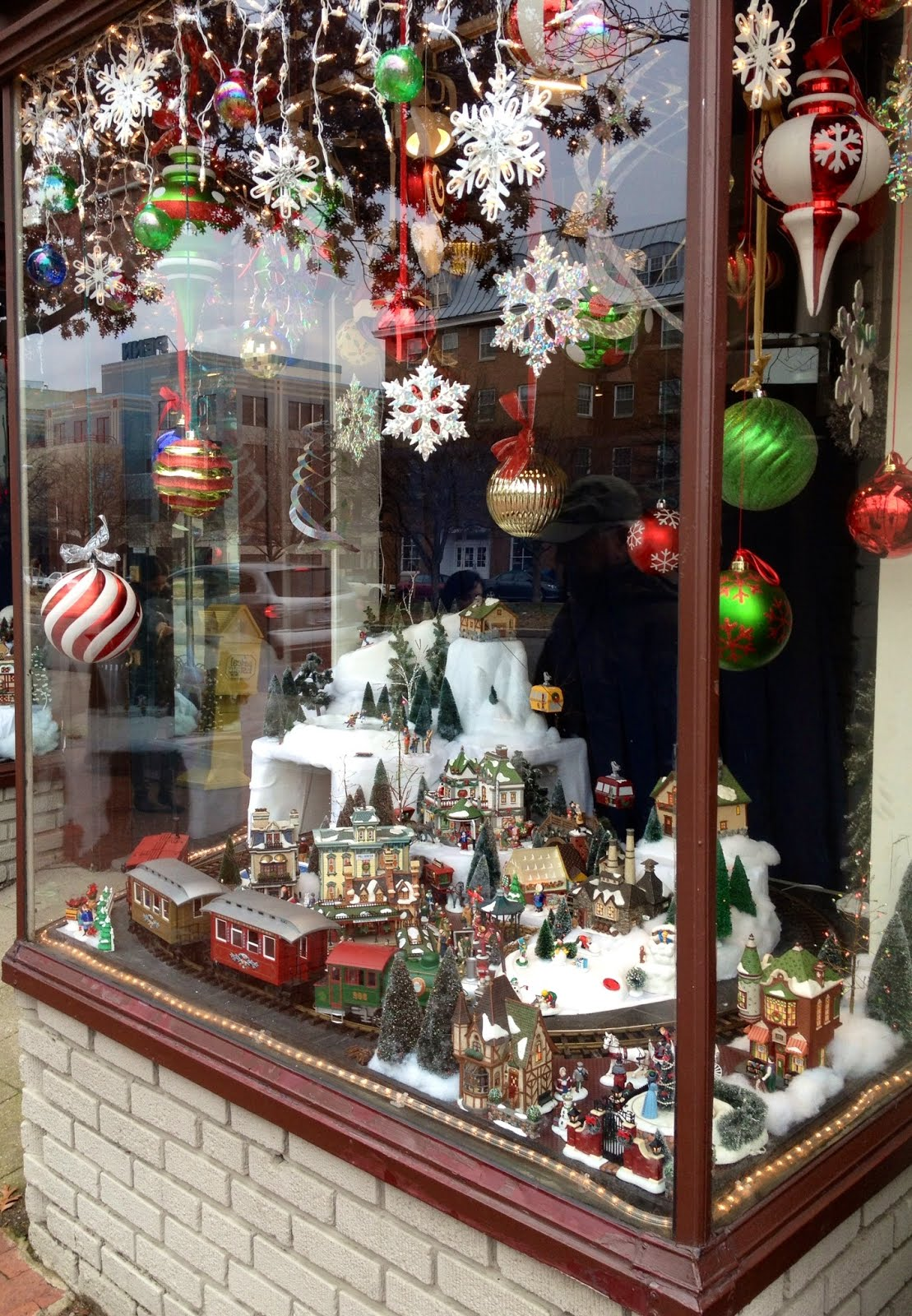 New York holidays: Where to see holiday window displays in ... |Holiday Window Displays