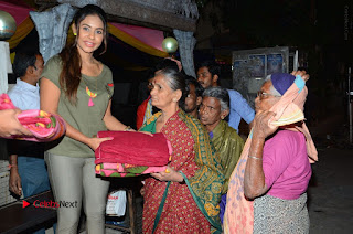 Actress Sri reddy (apthatrust director) Distrubuted Blankets for Orphans at Sai Baba Temple  0034.JPG