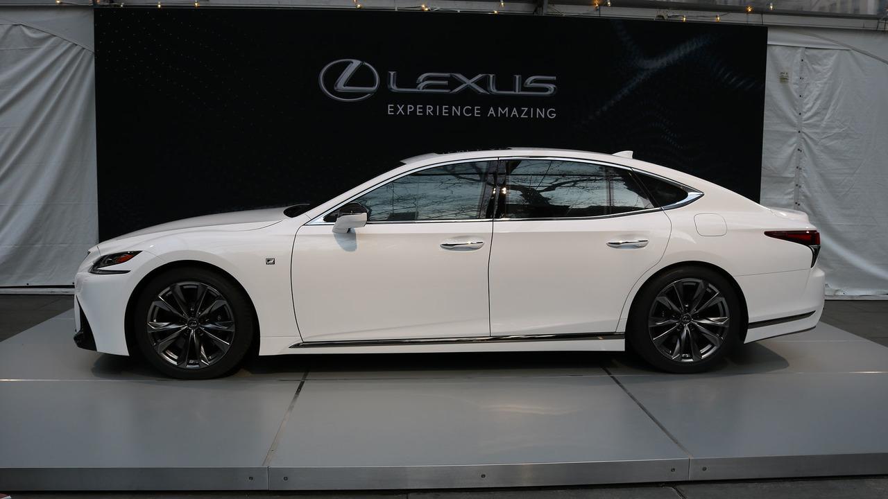 Lexus-LS-500-2018-31