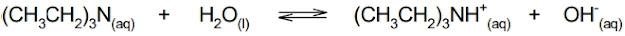 As aminas são bases de Bronsted-Lowry, portanto soluções aquosas desses compostos apresentam pH alcalino. Considere que, numa dada condição, o Kb da trietilamina, (CH3CH2)3N, é igual a 4,9 x 10⁻⁴.