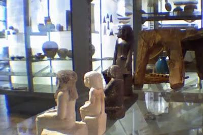 تمثال فرعونى يتحرك من تلقاء نفسه ويثير ذهول علماء الأثار فى بريطانيا