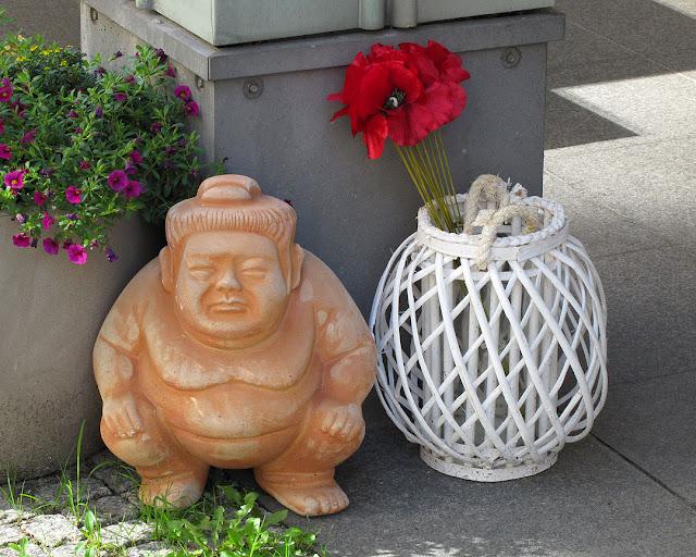 Sumo wrestler and poppies, Zimmerstrasse, Berlin