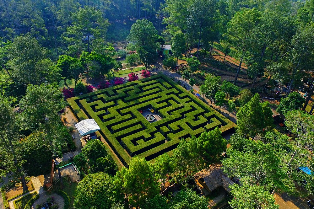 Taman Labirin Simalem Resort