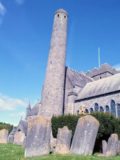What to do in Kilkenny for a weekend: St. Canice's Cathedral and Round Tower