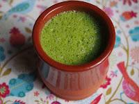 is image me ek glass me paalak, chukandar aur gaazar ka juice rakha dikhaya gaya hai