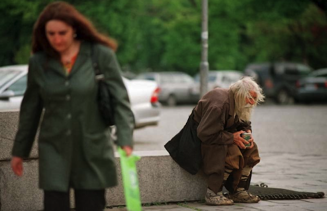 This 99-year-old Man Spends His Entire Life Begging For Money In The Streets. But The Real Reason Behind This Will Surely Melt Your Hearts!