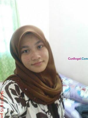 Bertudung Tapi Suka Tayang Tetek - Cunbogel.com
